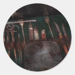 Doctor - instrumentos de la guerra civil pegatinas redondas