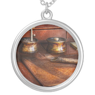 Doctor - Optometrist - I need my reading glasses Round Pendant Necklace