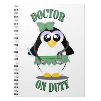Doctor pingüino de servicio (femenino) note book