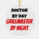 Doctor por el día Grillmaster por noche Ornamento Para Reyes Magos