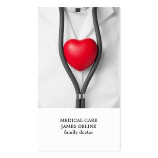 Doctor rojo limpio moderno del corazón tarjetas de visita