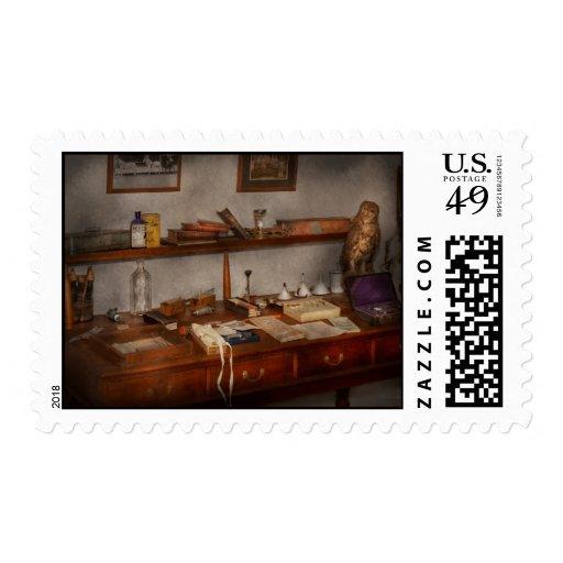 Doctor - veterinario - el escritorio de un sellos