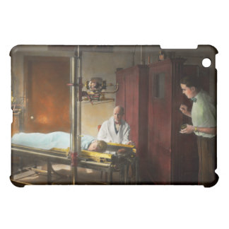 Doctor - X-Ray - In the doctors care 1920 iPad Mini Cover
