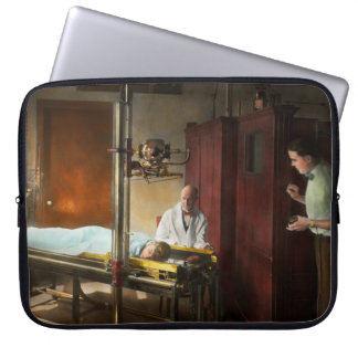 Doctor - X-Ray - In the doctors care 1920 Laptop Sleeve