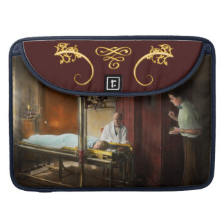 Doctor - X-Ray - In the doctors care 1920 MacBook Pro Sleeve