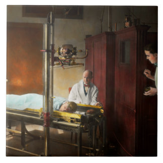 Doctor - X-Ray - In the doctors care 1920 Tile