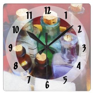 Doctores - botellas y vendajes de la medicina reloj cuadrado