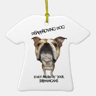 Dogo de desaprobación del perro no divertido por S Ornamento Para Arbol De Navidad