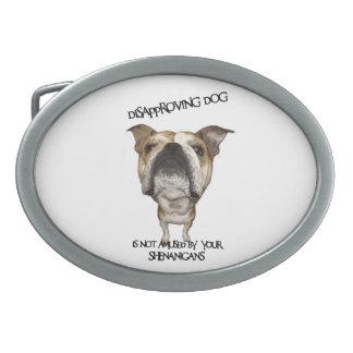 Dogo de desaprobación del perro no divertido por S Hebilla Cinturon Oval