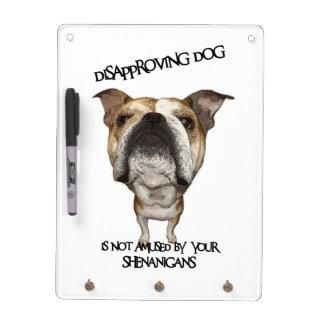 Dogo de desaprobación del perro no divertido por S Tablero Blanco