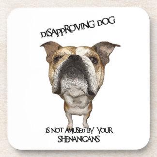 Dogo de desaprobación del perro no divertido por S Posavaso