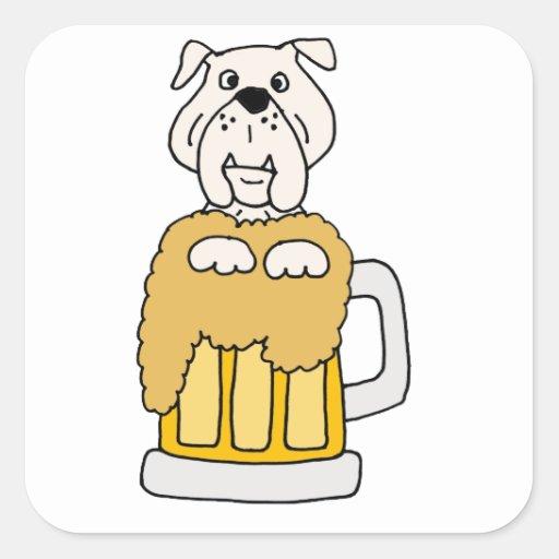 Dogo divertido en una taza de cerveza pegatina cuadrada