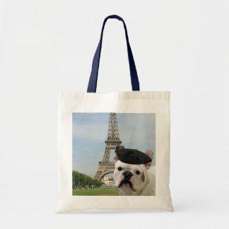 Dogo francés en la bolsa de asas de París