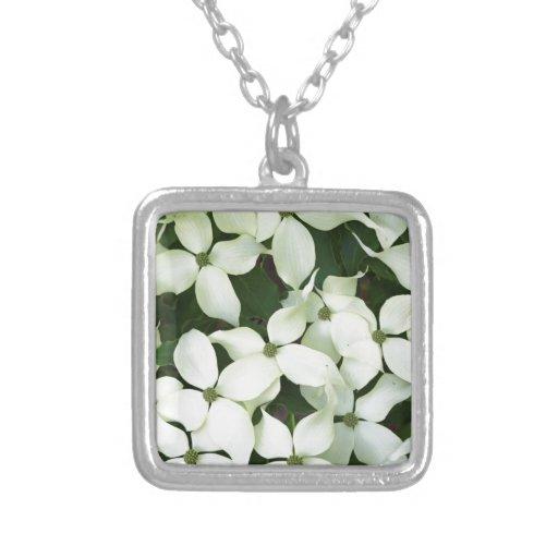 Dogwood floreciente blanco pendiente personalizado