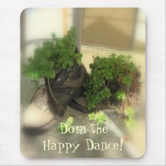 ¡Doin la danza feliz! Alfombrillas De Ratón