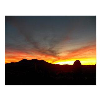 Dolan salta puesta del sol postal