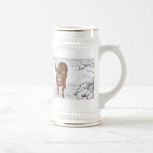 Dólar de los ciervos en nieve del invierno tazas