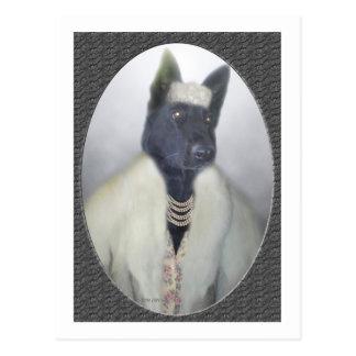 Dolled encima del perrito tarjeta postal