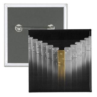 Dominós del oro y de la plata pin cuadrada 5 cm