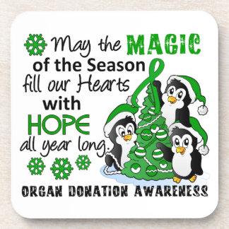 Donación de órganos de los pingüinos del navidad posavasos de bebida