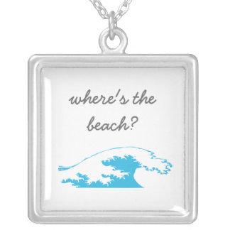 ¿dónde está la playa? con el collar de la onda