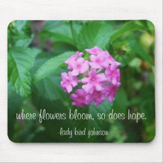 donde florecen las flores espera tan alfombrillas de ratones