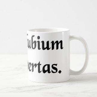 Donde hay duda, hay libertad tazas de café