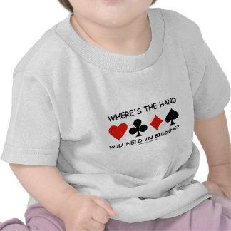 ¿Dónde la mano usted se lleva a cabo en hacer una  Camiseta