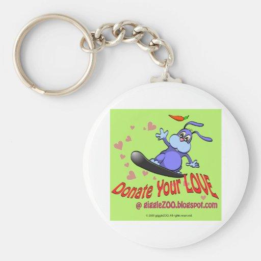 Done su amor con el conejito de la tarjeta del día llavero redondo tipo pin