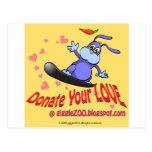 Done su amor con el conejito de la tarjeta del día postales