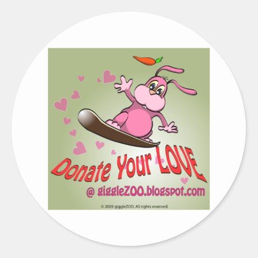 Done su amor con la tarjeta del día de San Pegatina Redonda