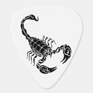 Doodle a mano negro del escorpión plumilla de guitarra