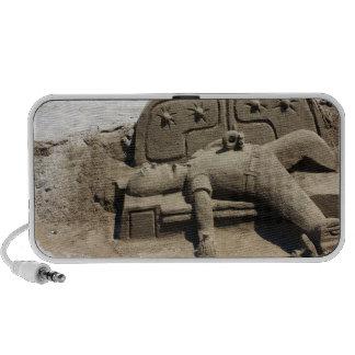 Doodle borracho de la escultura de la arena del ho mp3 altavoces