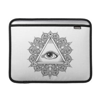 Doodle del símbolo de la pirámide del ojo funda  MacBook