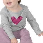 Doodle rosado caprichoso del corazón camiseta