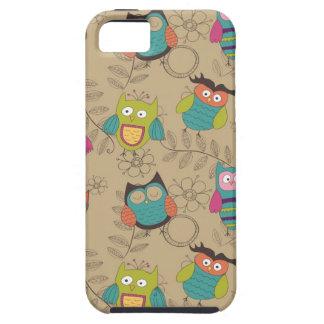 Doodled owls on beige background iPhone SE/5/5s case