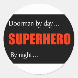 Doorman del super héroe pegatina redonda