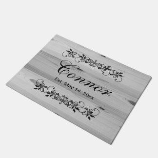 Doormat de madera gris el | Zazzle del apellido de Felpudo