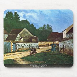 Dorfstrasse en Marlotte por Sisley Alfred Tapete De Ratones