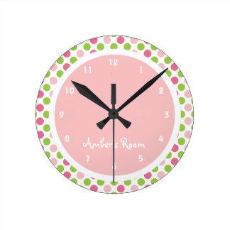 Dormitorio de la cal y del niño rosado del lunar reloj redondo mediano