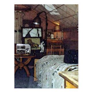 Dormitorio del ático con Harpo el gato Postal