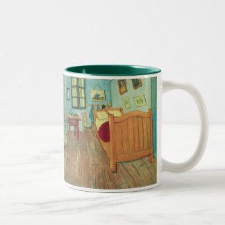 Dormitorio en Arles de Vincent van Gogh Taza Dos Tonos
