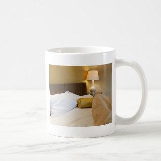 Dormitorio sucio tazas de café
