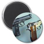 Dos .45 arma automático del calibre para los amant iman para frigorífico