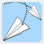 Dos aeroplanos de papel colcomanias cuadradas personalizadas