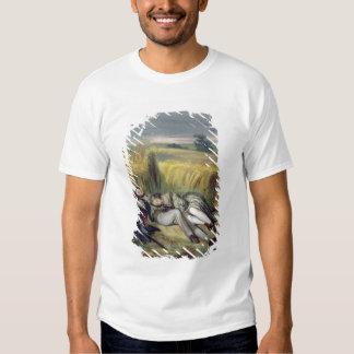 Dos amantes que mienten en un campo de maíz camisas