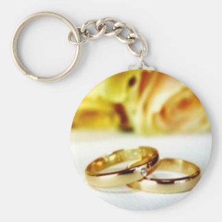 Dos anillos de bodas del oro llavero redondo tipo pin