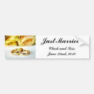 Dos anillos de bodas del oro pegatina para auto