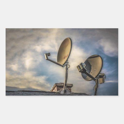 Dos antenas parabólicas en el cielo rectangular pegatinas