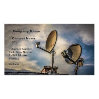 Dos antenas parabólicas en el cielo tarjetas de visita